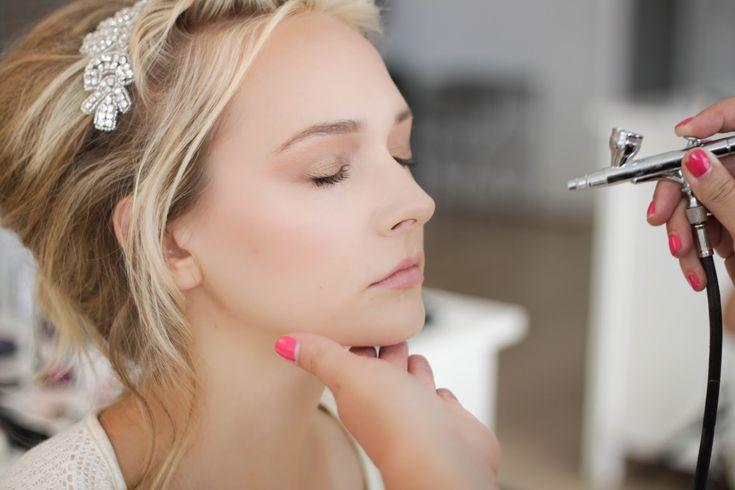 Técnica de Maquiagem Air Brush: Será que vale a pena? Veja quanto tempo dura, qual o preço, como aplicar, onde fazer, fotos antes e depois.