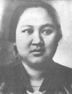 Dewi Sartika dikenal sebagai perintis pendidikan bagi kaum perempuan. Ia mendirikan sekolah perempuan pertama di Hindia Belanda.