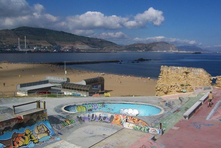 Skatepark de Getxo La Kantera (Espagne). Un satepark de dingue au ras de la plage. Plus d'infos sur spotsdeskate.fr