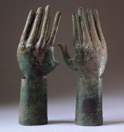 Pair of hands in bronze, from Vulci (Lazio). Etruscan Civilization, 680-670 BC.