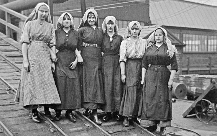 Pit brow women Gibfield Colliery, Atherton Aug 1918 | by Pitheadgear