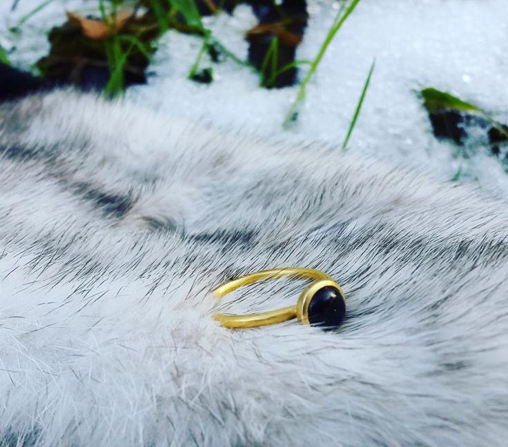 Det skønne naturlig og enkle. #hvisk #hviskmycomfortzone #hviskstyling #hviskstylist #hviskjewellery #smykker #smykke #jewellery #ringen #fingerring #fingerringe #ring #ringe #rings #sølvforgyldt #vanter #luffer #vinter #sne #winter #efterår #efteråret #efterårmedsnepå #efterårmedsne