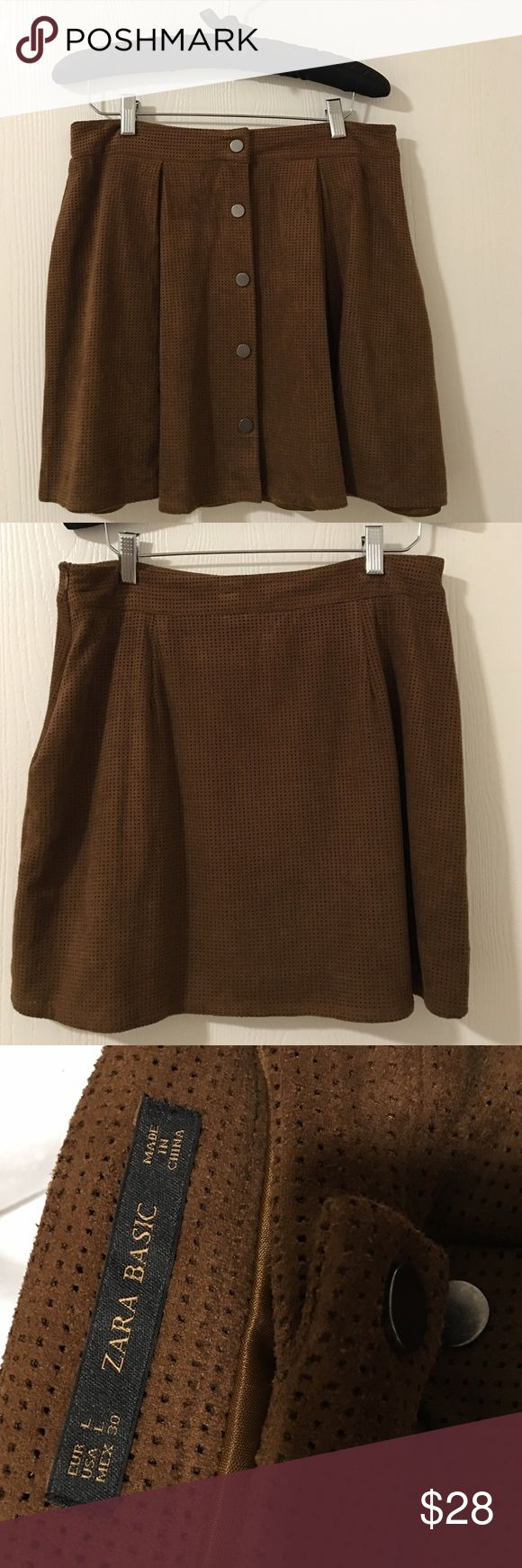 Zara Button Skirt NWOT This gorgeous skirt is perfect for Fall/Winter! Great for pairing with stockings or a coat! Size large. Runs a little small. New without tags. Zara Skirts Mini