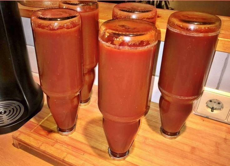 Ketchup selber machen ein Rezept von MGO Montegrosso Outdoor, Steffen Kratzert  Zubereitung:    Großen Topf nehmen min. 5 Liter. Zucker karamellisieren, Vorsicht, nicht zu heiß werden lassen  Fein gehackte Zwiebel zufügen,   #Ketchup #Soße