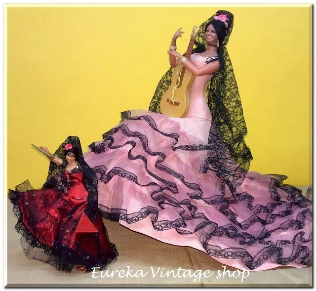 2 κούκλες σπανιόλες μια μεγάλη και μια μικρή. Και οι 2 είναι σε πολύ καλή κατάσταση με φυσιολογική φθορά.