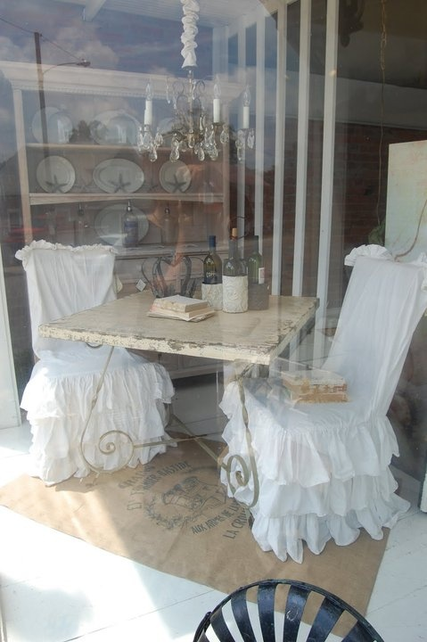 adorable chairs..: Dining Rooms, Dining Furniture, Tables Chairs, Vintage Shabby, Shabby Chic, Adorable Chairs Lov, Dreamy Chairs, Chairs Covers, Display Window