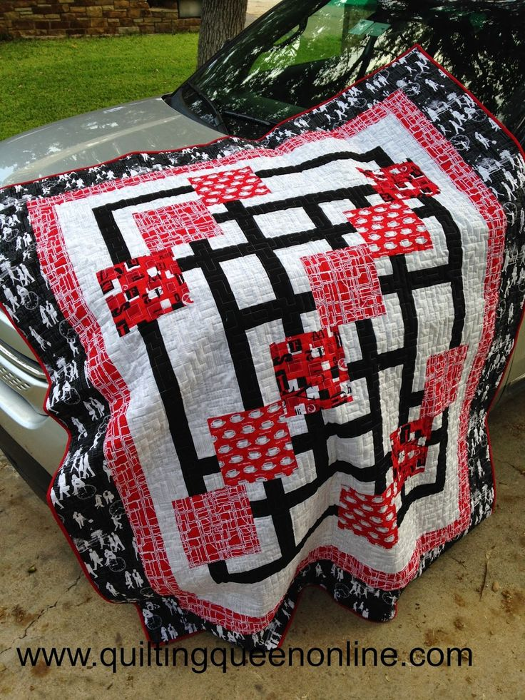 I'm so glad I don't work 9-5 anymore and have to drive in any kind of RUSH HOUR traffic. And speaking of RUSH HOUR....What do you think of when you think Rush Hour? I think most of you think traffic. I know I did. So here's my TRAFFIC JAM quilt......The Quilting Queen Online