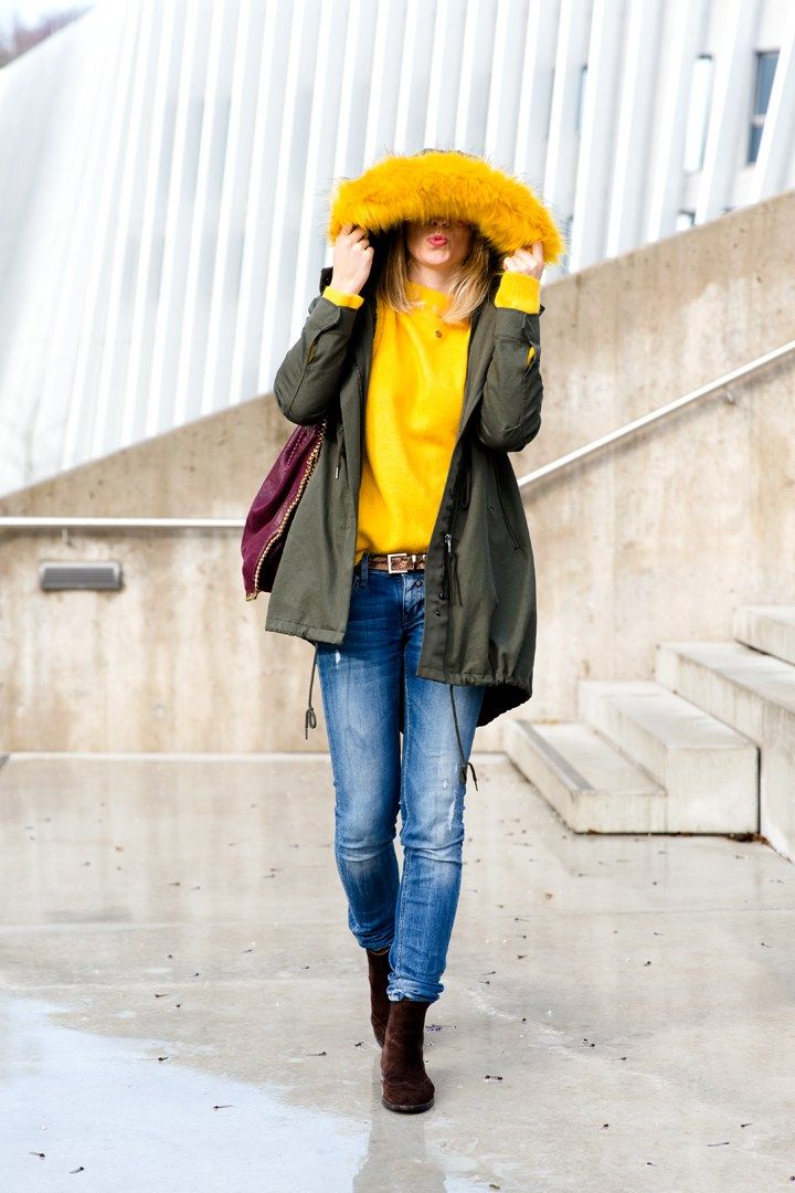 Parka + gelber Pullover | Outfits