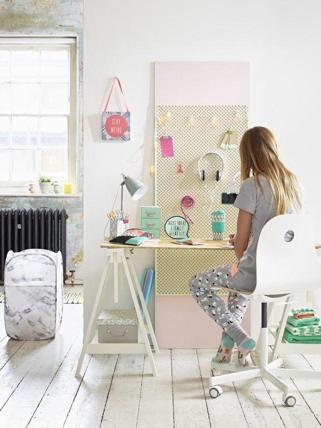Paneles perforados en las habitaciones infantiles : ¡Me encanta este material! Los paneles perforados son perfectos para mantener el orden en las habitaciones infantiles. Este elemento original es un excelen