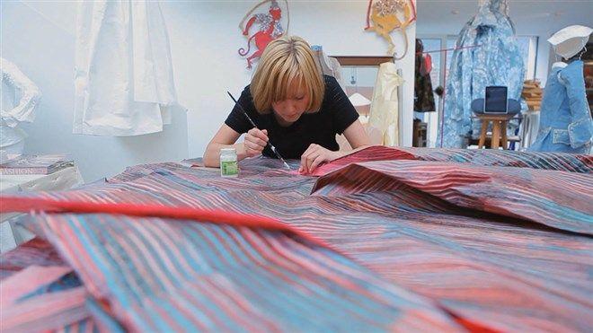 Isabelle de Borchgrave maakt replica's van beroemde kleding uit papier AVRO kunst