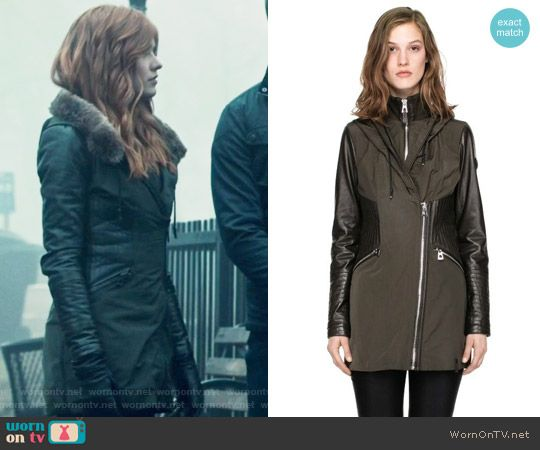 Clary's grey zip front jacket on Shadowhunters. Outfit Details: https://wornontv.net/73206/ #Shadowhunters