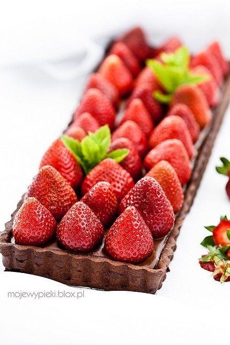 chocolate tart with strawberries. #tartDesserts Postres, Chocolates Cake, Strawberries Forests, Chocolate Tarts, Beautiful Cake, Chocolates Strawberries, Tarts Strawberries, Chocolates Tarts, Strawberries Tarts