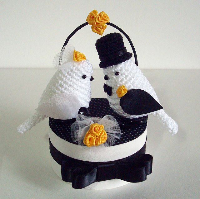 Wedding in white, black and yellow by Maria Handmade, via Flickr
