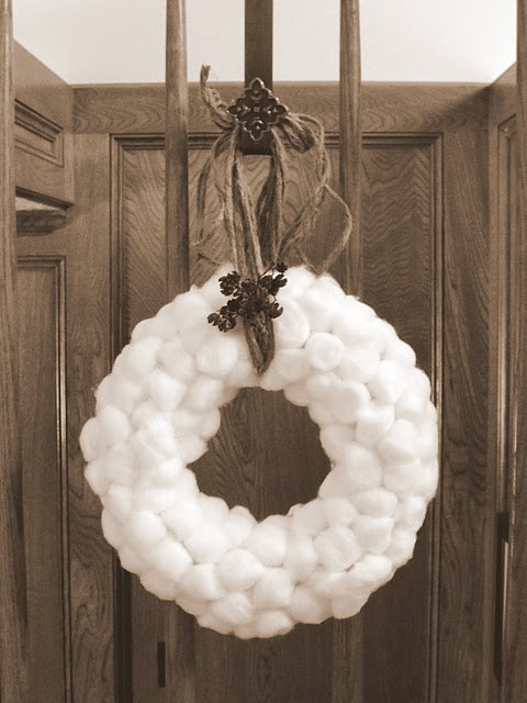 How cute and easy!!! I love this! add a red ribbon for Christmas, and ta daaa!! Perfect little Christmas wreath.