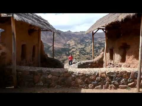 Guy travels around the world taking 1 second footage of himself in various places