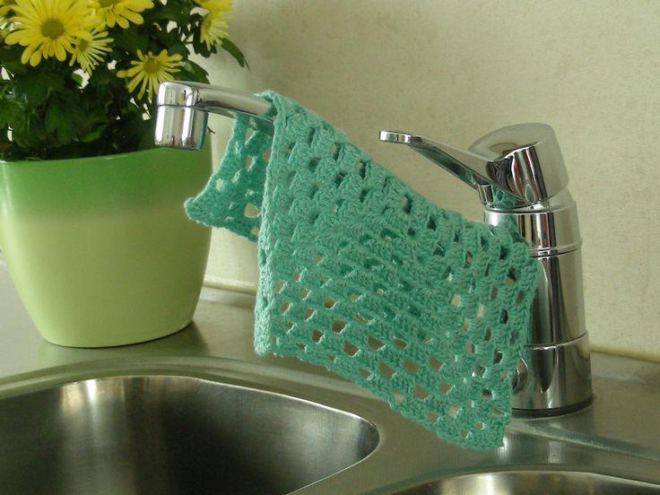 Virkattuun tiskirättiin voi käyttää esimerkiksi lankakerän loput tai tehdä monivärisen tiskirätin. Helppo virkkausohje sopii myös aloittelijalle.