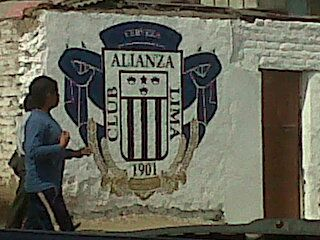 Autor: Gianmarco Cabrera Lugar: Av. Isabel laCatólica Día: 30/10/11 Hora: 2:00 pm Emisor:Hinchas de Alianza Lima Receptor:Transeuntes que visitan el estadio Alejandro Villanueva(Matute)