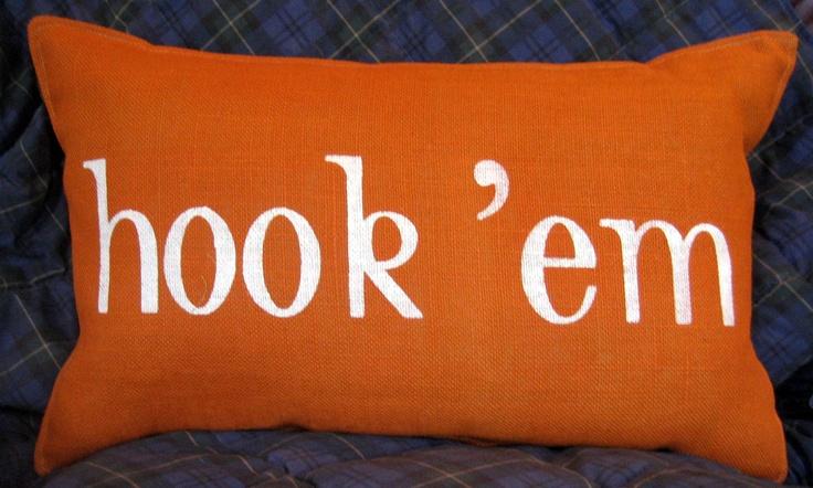 Texas LONGHORNS HOOK 'EM Stenciled Pillow.     Pinned by: http://high5collegeclub.com