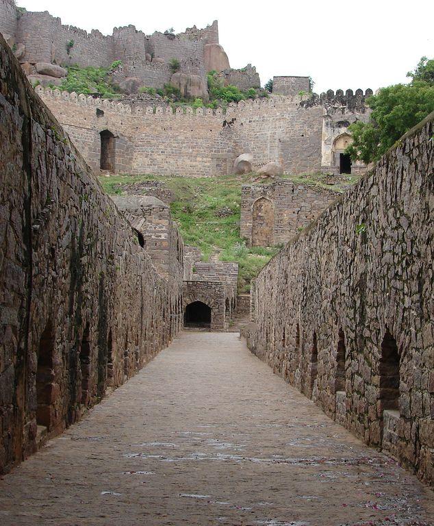 Golconda Fort, Hyderabad - Hyderabad (en telugú; హైదరాబాదు జిల్లా, urdu; حيدراباد زيلا) es un distrito de India en el estado de Andhra Pradesh.