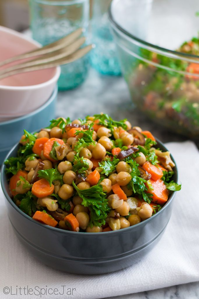 An easy moroccan salad that calls for only a few ingredients but has a wonderful flavor! You will be shocked at how easy and delicious this salad is!! // Little Spice Jar