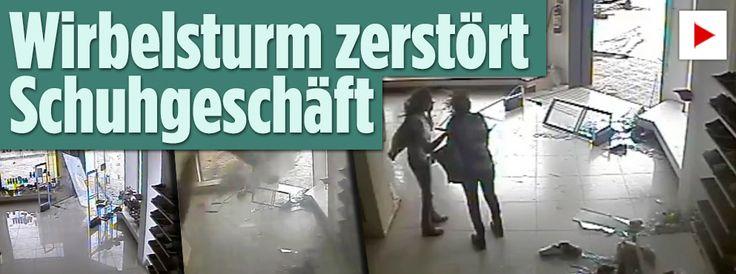http://www.bild.de/video/clip/hochwasser/reporter-rettet-mann-aus-hochwasser-45440540.bild.html