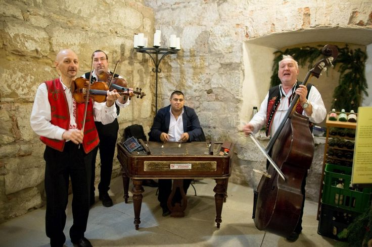 Traditional music from Moravia in the castle cellars during Advent Festival