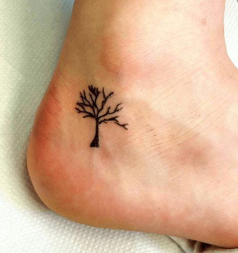 petit tatouage féminin minimaliste | 13 magnifiques tatouages d'inspiration végétale - Page 2 sur 2 - 100 ...