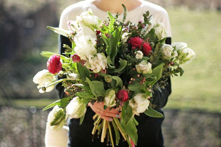 bouquet by AKURATNIE kwiaty  www.akuratnie.com.pl  www.facebook.com/akuratnie.kwiaty  www.instagram.com/akuratnie.dw  #akuratnie #bouquet #white #pink #purple #flowers #ranunculus #tulipa #tulip #chamelaucium #wax #womensday #bukiet #biały #różowy #kwiaty #jaskier #tulipan #kwiatwoskowy #dzieńkobiet