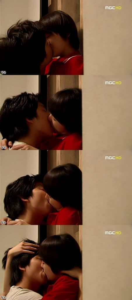Coffee Prince yoo eunhye always has awesome kissing scenes!   I love that the kiss took place before he knew other he was a she.....^___^