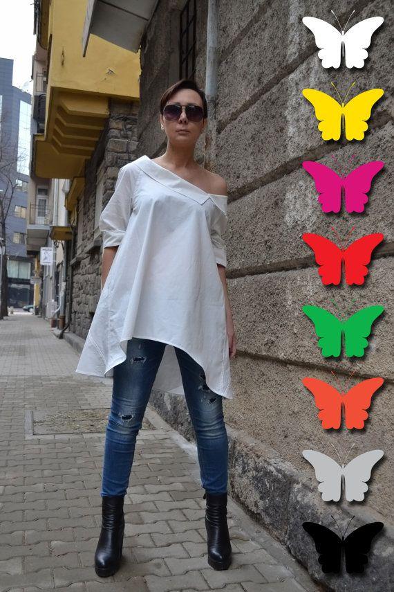 Ongelooflijk vrouwen witte katoenen shirt. Zachte aanraking van natuurlijke stof. Zo comfortabel en elegant losse shirt. U kunt de bovenkant combineren met beenkappen en jeans. U zult mooie.  Zo comfortabel katoen losse mouwen blouse.  Grote keuze voor elke dag!  Alle kleding is handgemaakt.   Geef uw telefoonnummer voor levering  NU ALLE BESTELLINGEN WORDEN VERZONDEN VIA TNT EXPRESS ***   Dit model draagt maat S  Maattabel (metingen van het lichaam niet van het kledingstuk)  XS (VS 2 UK 6)…