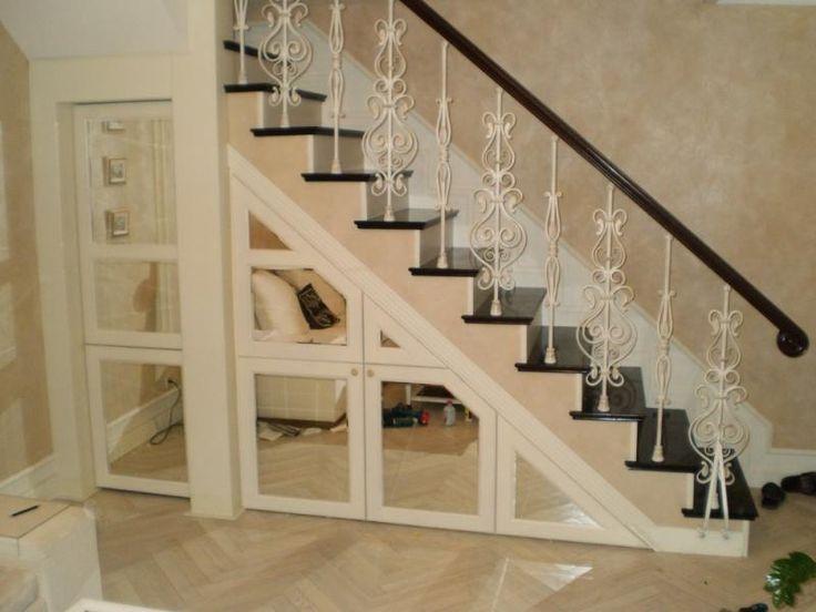 Шкаф под лестницей в частном доме: дизайн, идеи   DomoKed.ru
