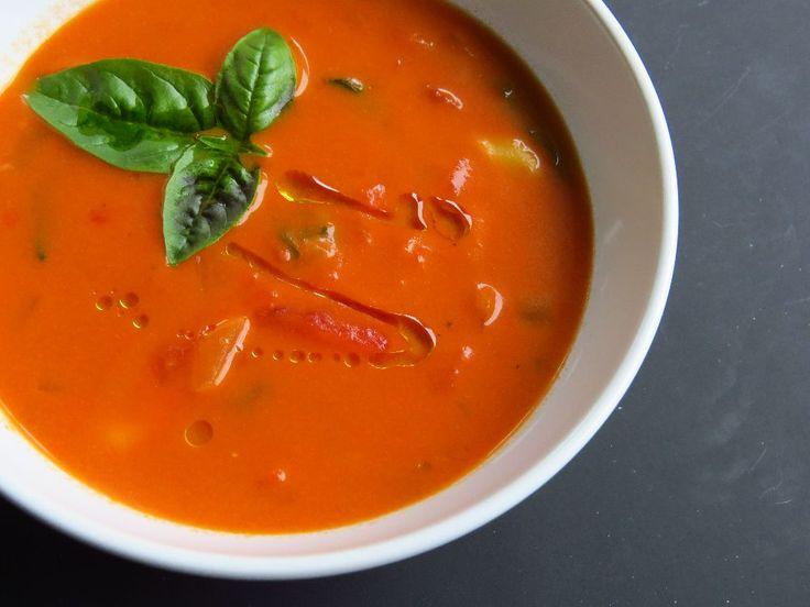 Soupe crémeuse aux tortellini et aux tomates rôties