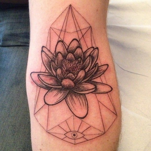 Plant Tattoo | Oh and also flowers with geometrical shapes. I'm in love with this.