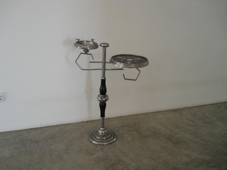 Table auxiliary with ashtray (deco)  125,00 euros