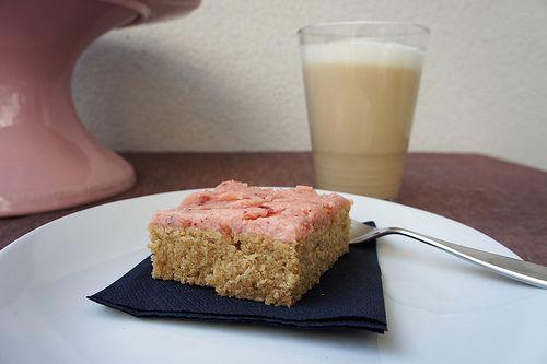 Chai-Kuchen mit Preiselbeercreme