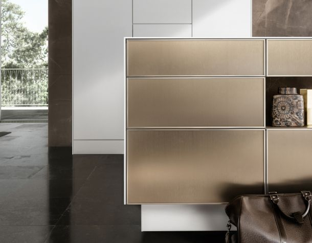 kitchen: SieMatic SE 3003 R, Color Goldenbronce in white cabinet