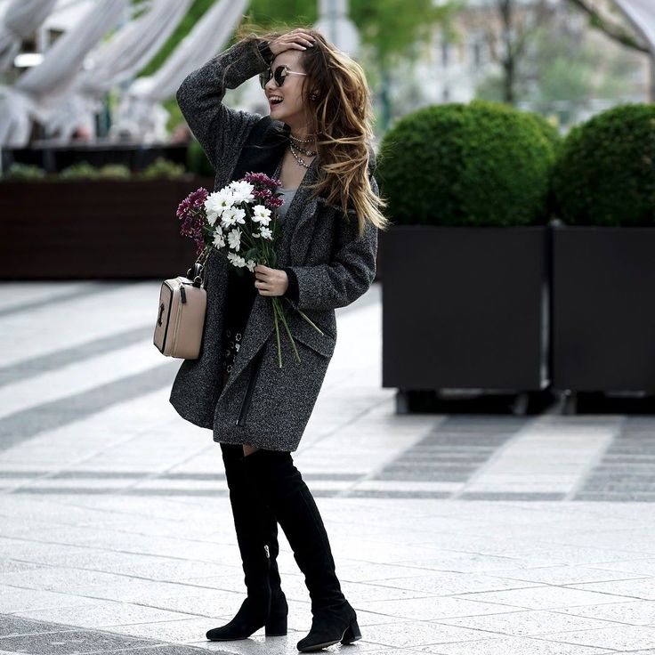 Flowers for beauties #fashion #streetfashion #streetphotography #momentphotography #model #beauty #streetmodel