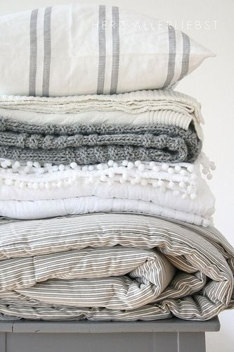 Love love love the mix of pattern and texture of these sheets and blankets! I totally think you could mix these with your comforter