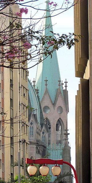 Catedral da Sé, vista a partir do bairro da Liberdade  - São Paulo - Brasil