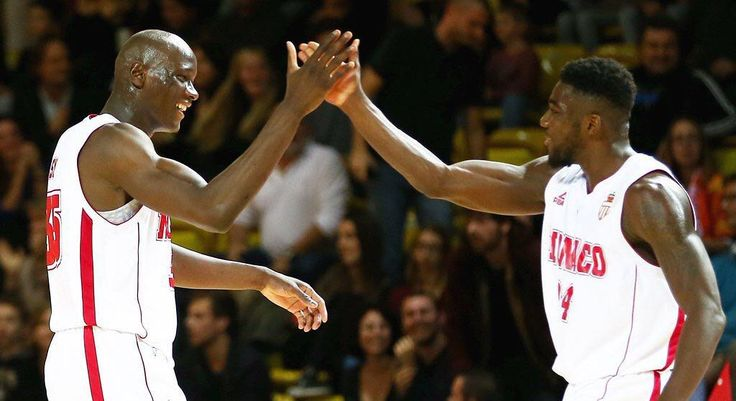 #Fontvieille Ce soir, il fallait avoir le cœur bien accroché à Gaston-Médecin. C'est au bout du suspense et de la prolongation que la #RocaTeam est venue à bout du MSB (79-74) ! Une victoire en or synonyme de podium pour l'ASM qui reste invaincue à la maison. Le compte-rendu sur ASMBasket.org  #RocaTeam #asmbasket #LNB #proA #team #basketball #asmonaco #monaco #montecarlo #munegu #france #lnb @jamalshuler @larry.light @euro_hooper84 @amarouxx