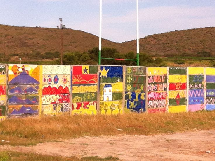 Een muur bij het onderdorp ( township ) bij Mc Gregor.