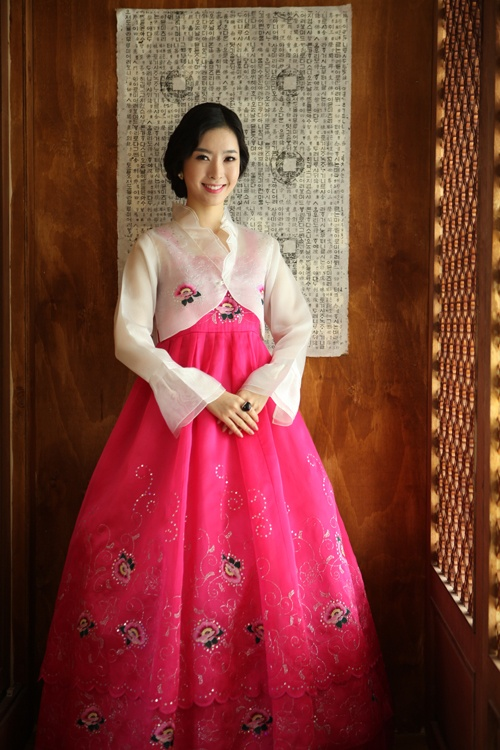 Hanbok | Korea Live this style! Much less restrictive then the traditional one n more feminine.