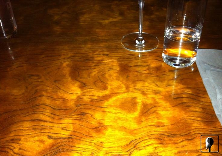 """Weinbar Rutz / Berlin, Das Kolumnen-Konzept """"Aufgegessen"""" ist gestern in der Weinbar Rutz gescheitert.  Auf dem Tisch stand:  Gebratene Blutwurst aus Berlin mit Kartoffel-Lauchpüree & Jemüse.  Das Ding war so lecker, dass ich die Nerven verloren habe.  Und darüber hinaus vergaß, die beiden Fotos zur Dokumentation zu schießen.  2 Personen: 2 Bier, 1 Flasche Wasser, 3 Gläser Riesling (vom guten!).  45,80 Euro."""
