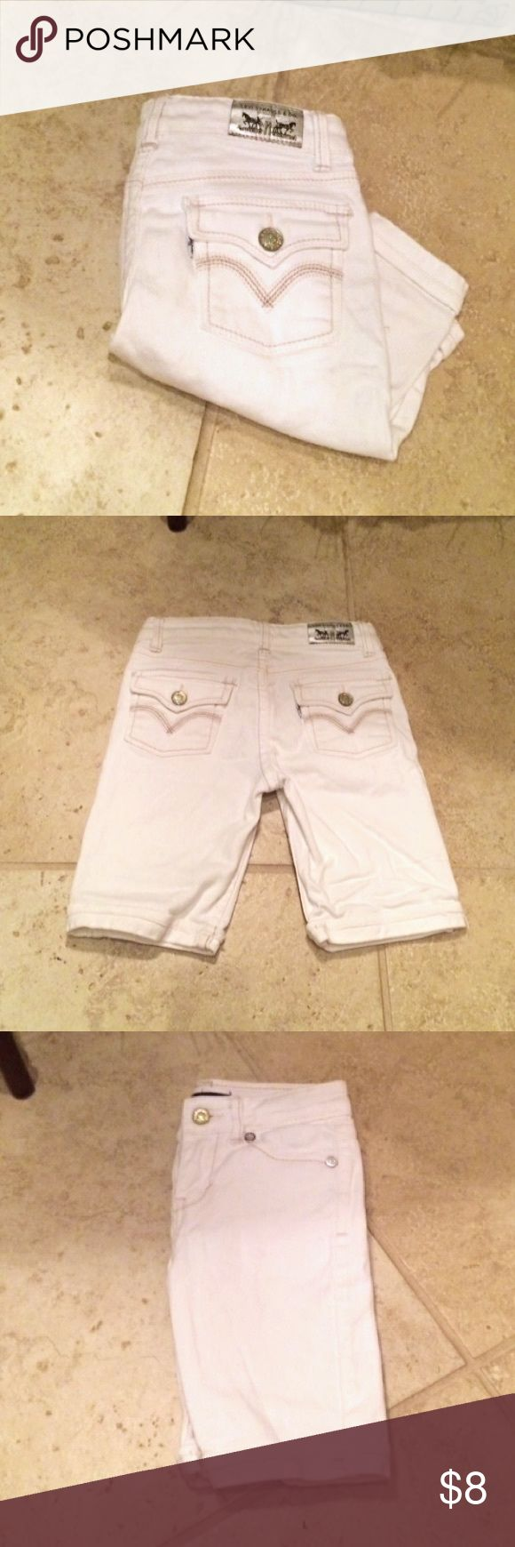 Levis Bermuda Shorts Girls white Levis Bermuda shorts with glitter buttons. Good condition. Adjustable waist. 55% ramie 2% spandex 55% cotton. Levi's Bottoms Shorts