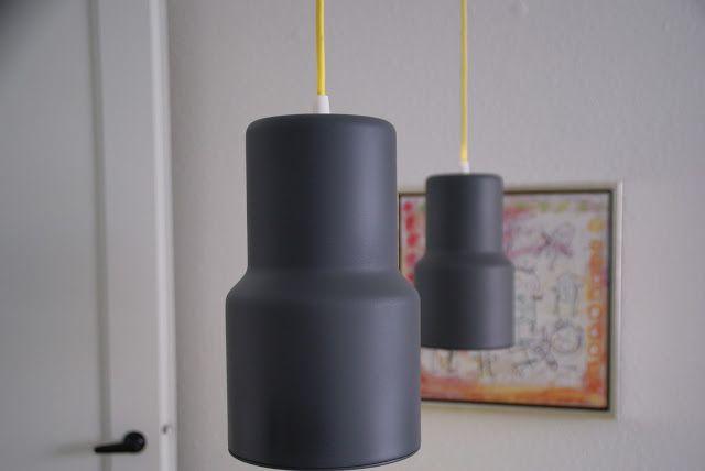 Christina med bloggen Bolig á Blom, har været så sød at bidrage med et par billeder af hendes projekter. Til lamperne har hun brugt Plasti-kote projekt paint Matt super, 3102 grå harmaa.