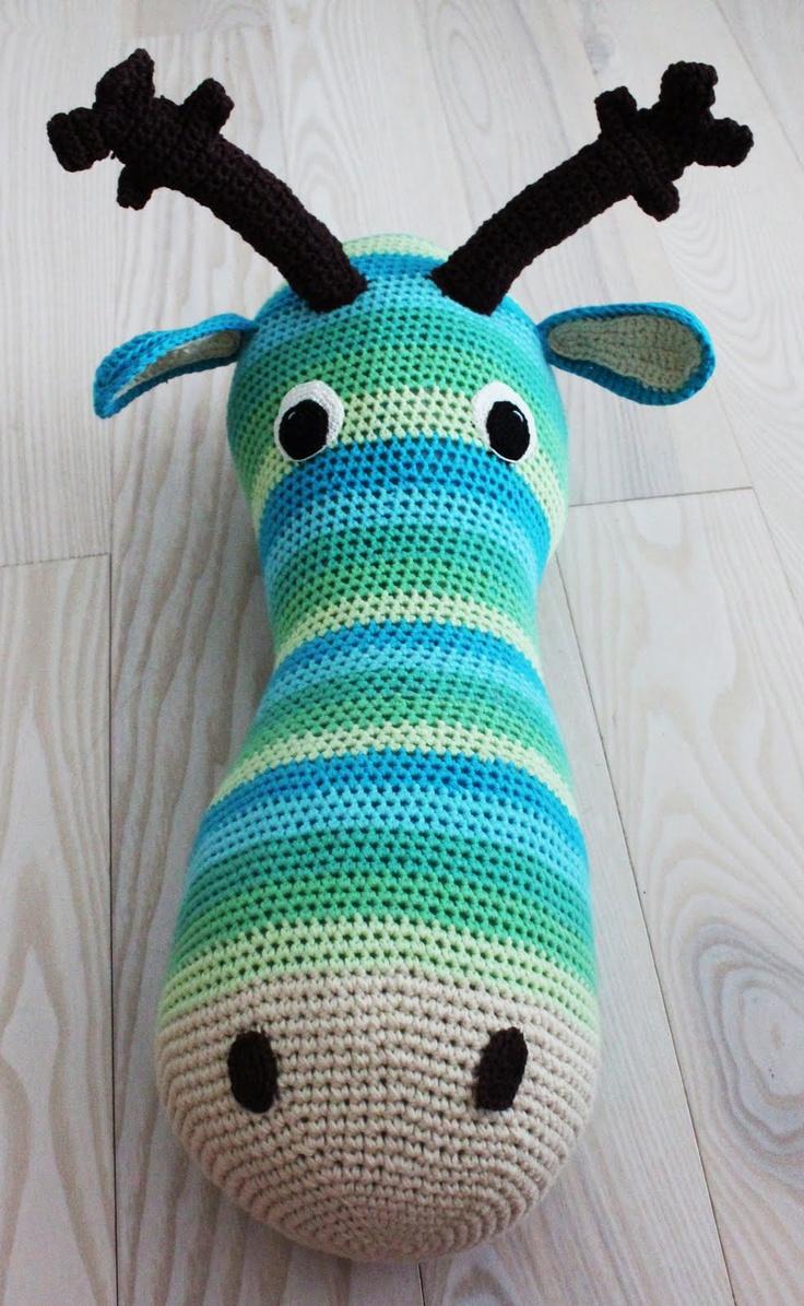 Crocheted Giant Moose Head - Free Crochet Pattern (also available in English) / Gratis mönster på virkat älghuvud