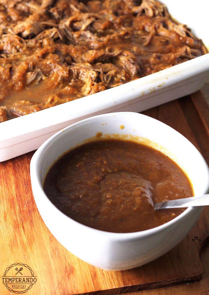 RAGU CARNE BOVINA COM MOLHO BARBECUE -- Receita de Ragu de Carne Bovina. Cozido lentamente com um toque de molho barbecue feito com o próprio molho do cozimento. Perfeito para sanduíches | temperando.com #receita #slowcook #ragudecarne