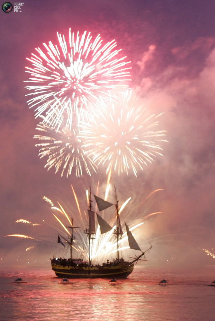 Fireworks explode over tallships sailing in the Solent off the coast of Portsmouth, southern England June 28, 2005. Britain's Queen Elizabeth on Tuesday conducted the world's biggest naval review, off the southern English coast, to commemorate British naval hero Horatio Nelson's victory at the Battle of Trafalgar 200 years ago. REUTERS/Russell Boyce