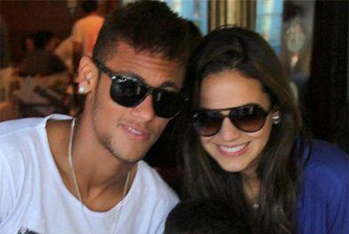 Neymar pas pressé avec Bruna Marquezine - http://www.actusports.fr/113399/neymar-pas-presse-bruna-marquezine/