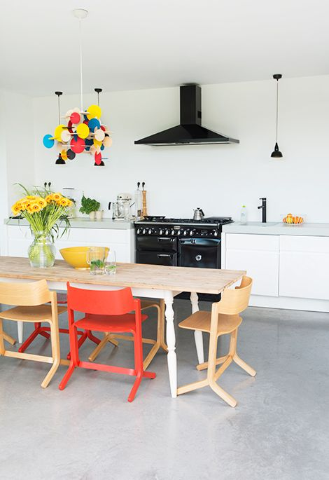 Colorful dining space / Woonblog